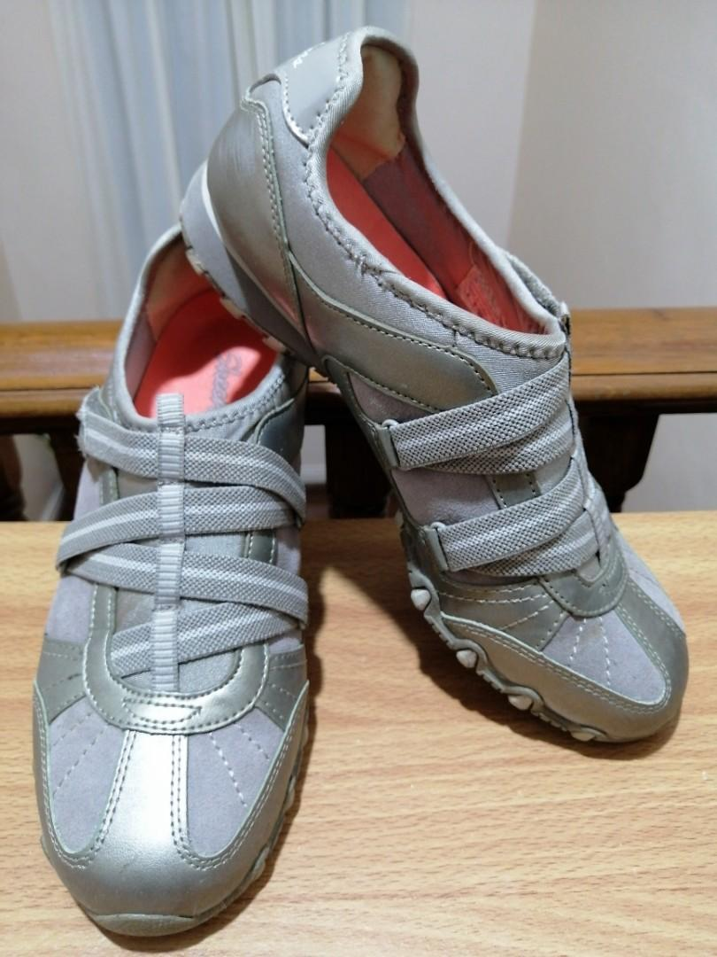 Skechers Size 8 Women Slip-On Shoes