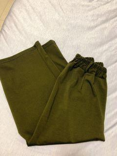 🌿✖️軍綠彈性寬褲 顏色實際再深一點材質超舒服😻