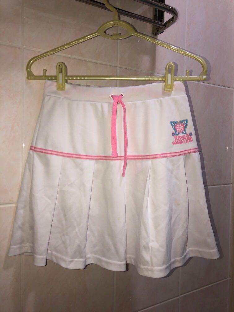 買就送✨Bossini彈性極佳白色百褶裙