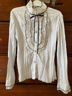 白色哥德風上衣