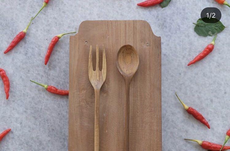 Satu set alat makan kayu