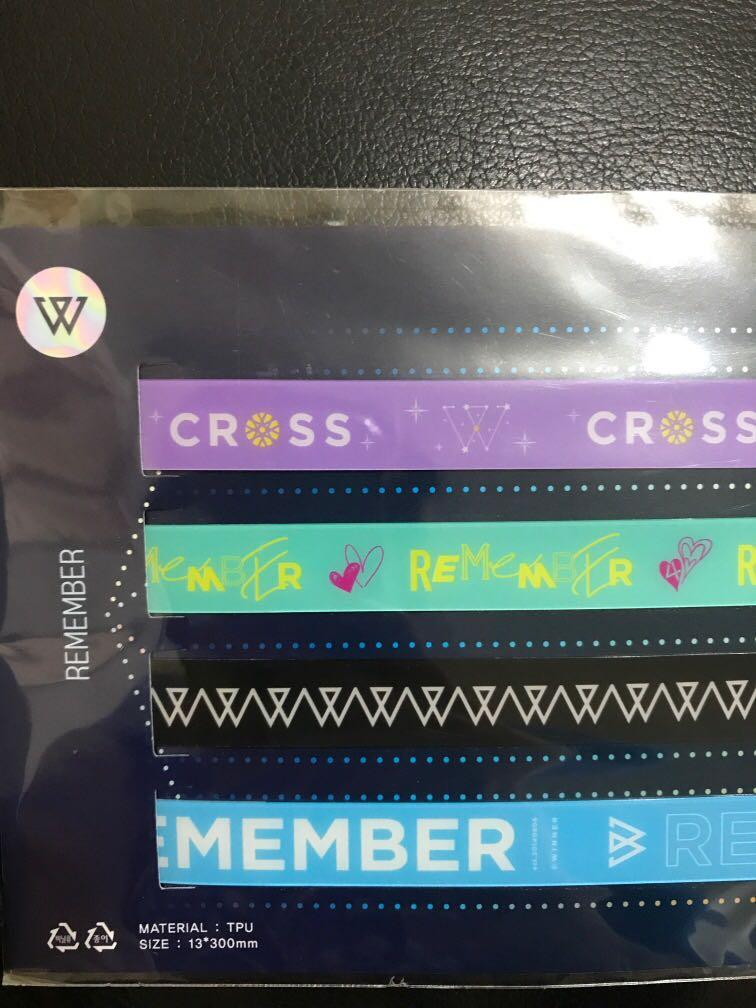 WINNER CROSSENCORE PHONE STRAP REMEMBER