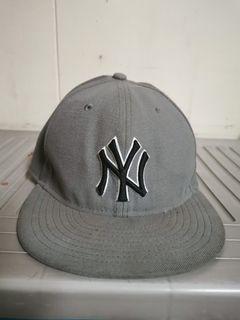 AUTHENTIC NEW ERA YANKEES CAP (STICKER WAS TAKEN OFF)