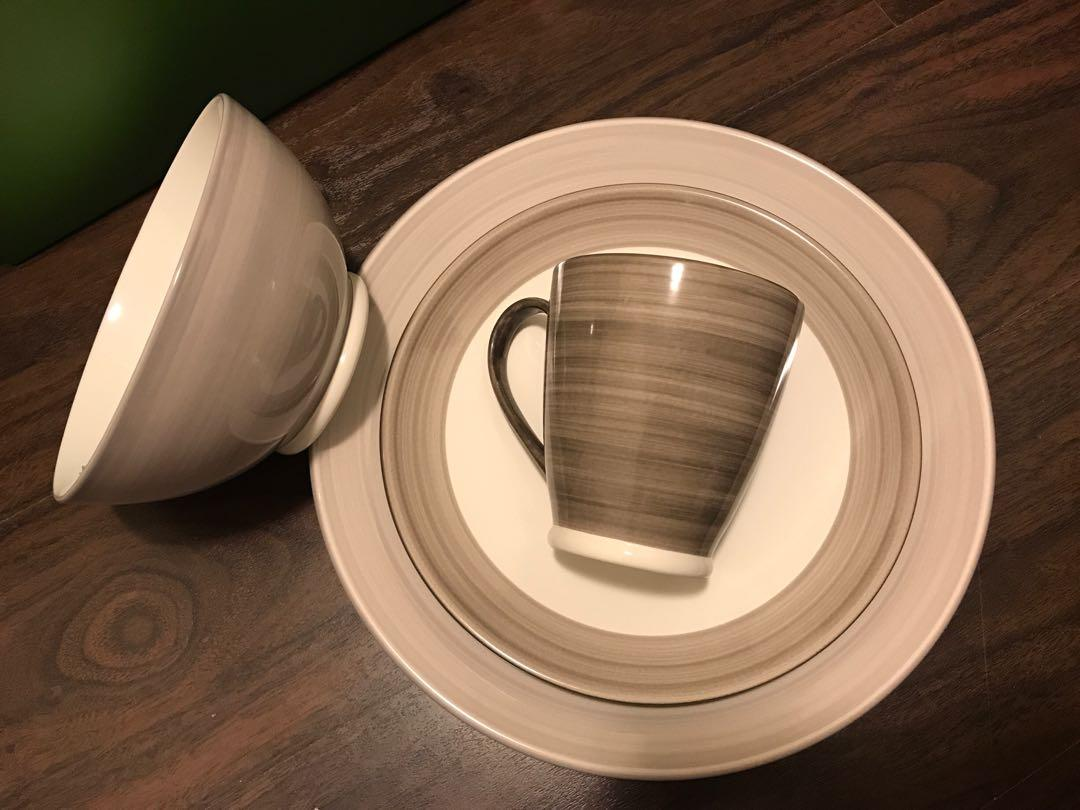 BRAND NEW Kate Spade 4 Piece Dinnerware Set in Camel (6 available)
