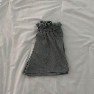 frilled hem grey soft shorts