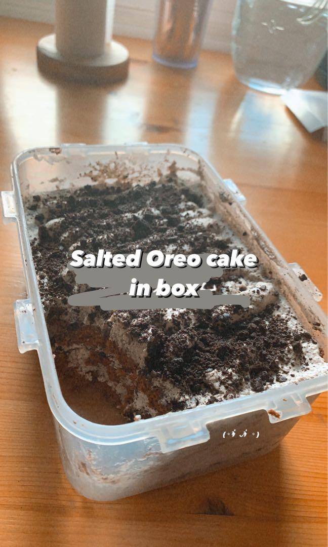 Salted oreo cake in box