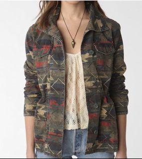 Tag * Urban Outfitter Aztec jacket