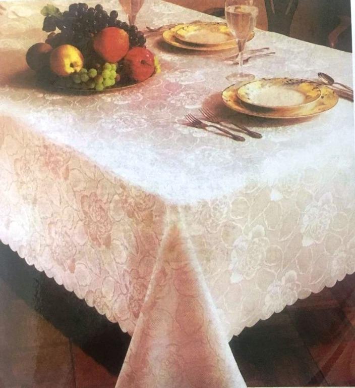 Hand Scalloped Jacquard Tablecloth (54'' x 54'')