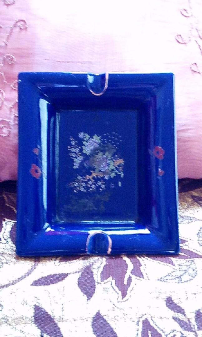 Pajangan porcelen asbak blue motif gold