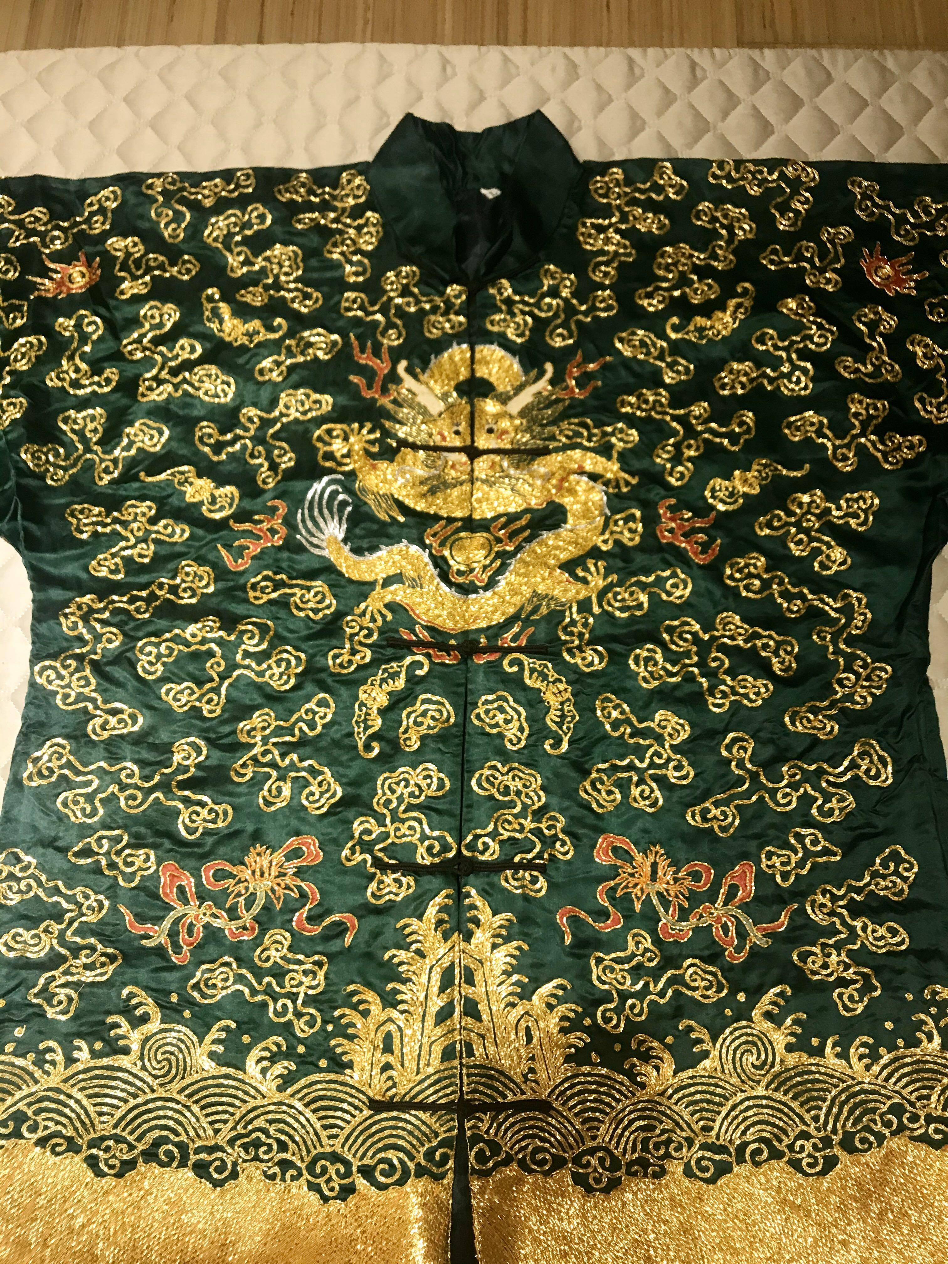 王爺綠色龍袍刺綉、25年前北京買、可錶框大器擺件