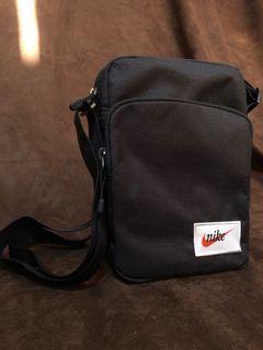 NIKE 側背包 小方包 小包 男女適用