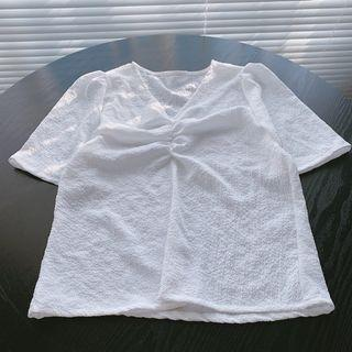【現貨】泡泡棉抓皺上衣 微立體褶皺上衣 白色