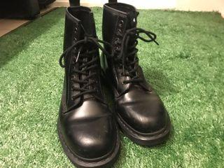 Dr.martens 全黑 八孔