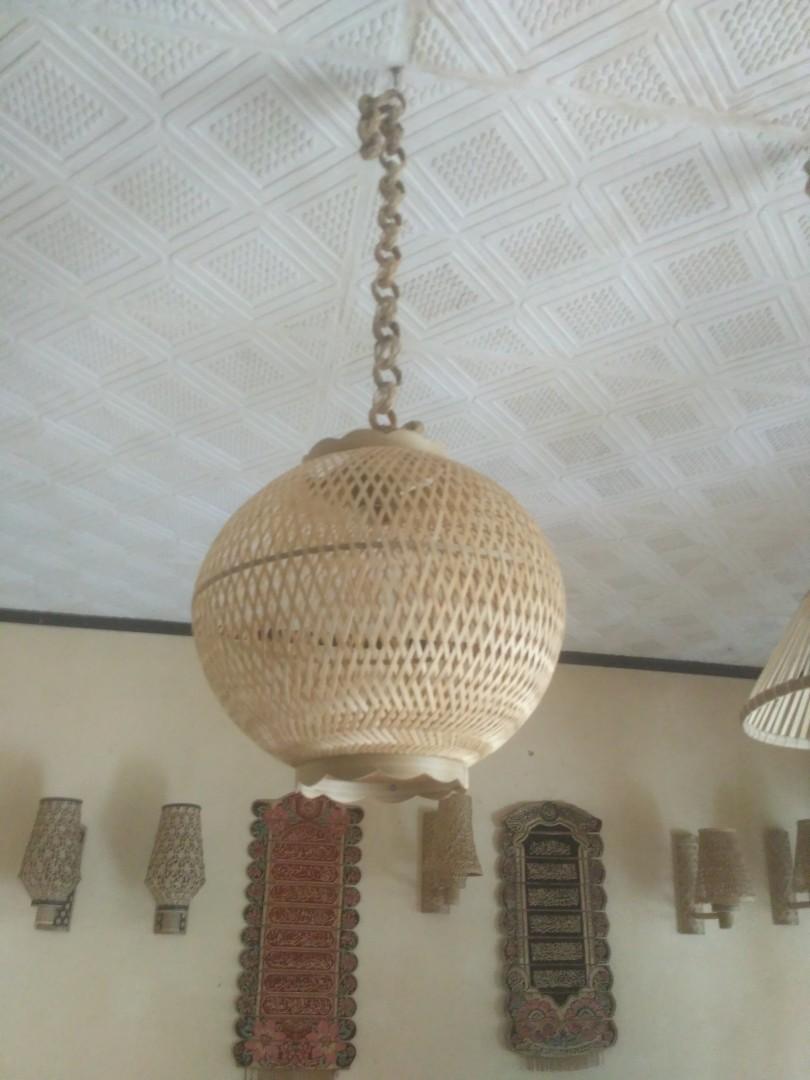 Lampion anyaman bambu unik dan claaic