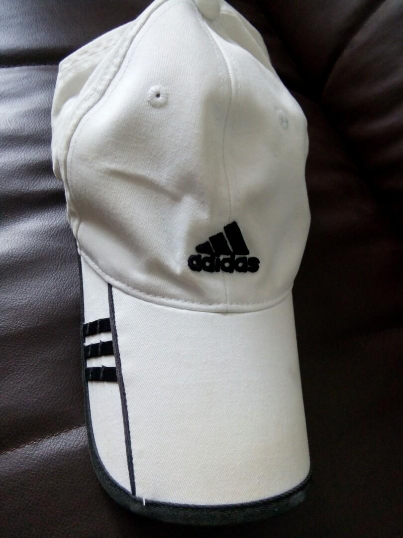 topi adidas Authentic