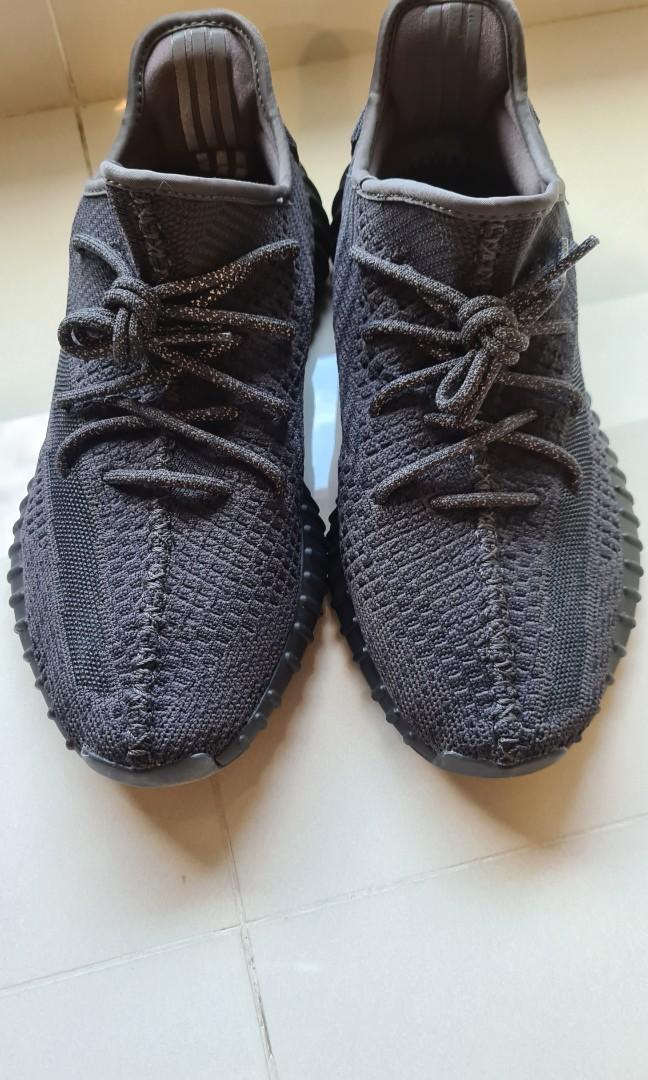 UK 9.5 / US 10] Yeezy 350 v2 black