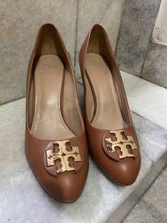 shoes size 9M only shoes 100% ori djual krna kbesaran NOBOX
