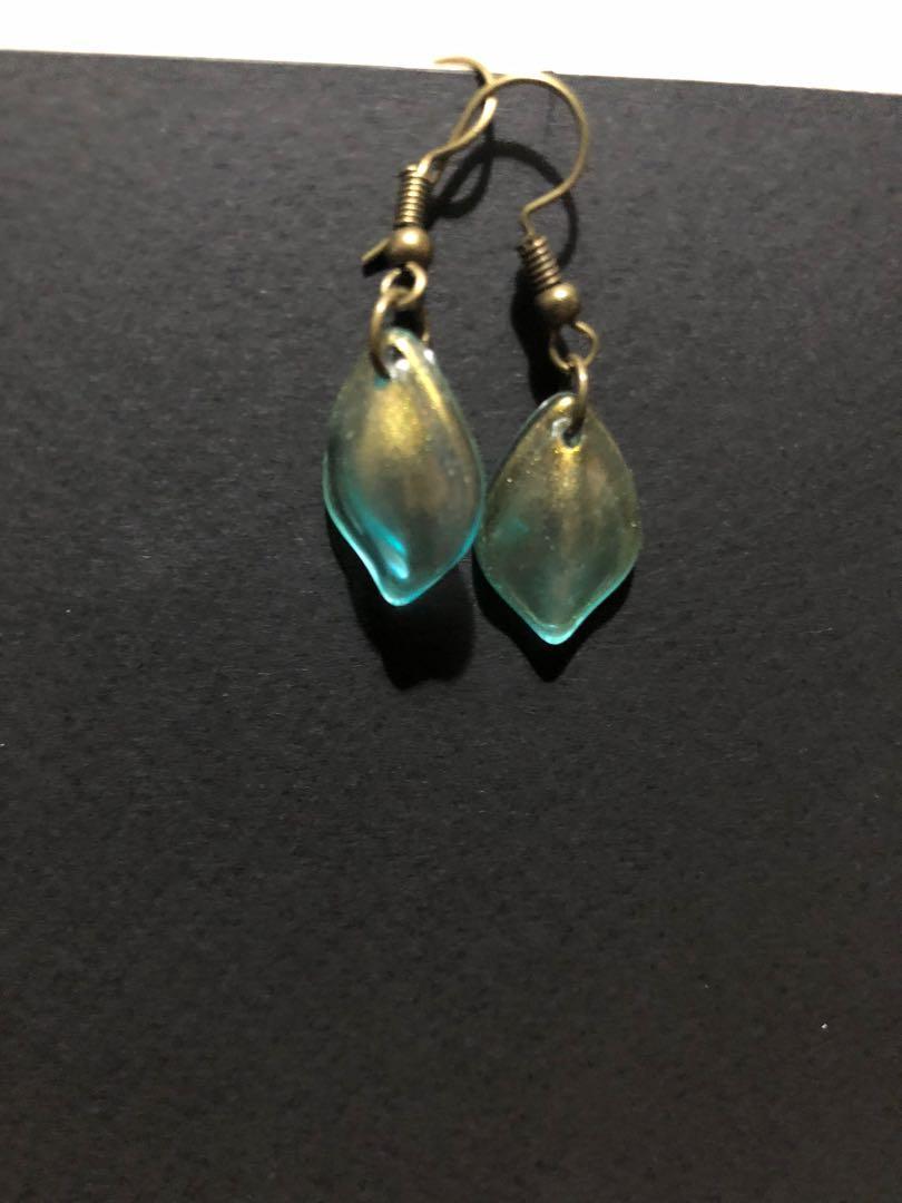 拉長石配色貝殼耳環
