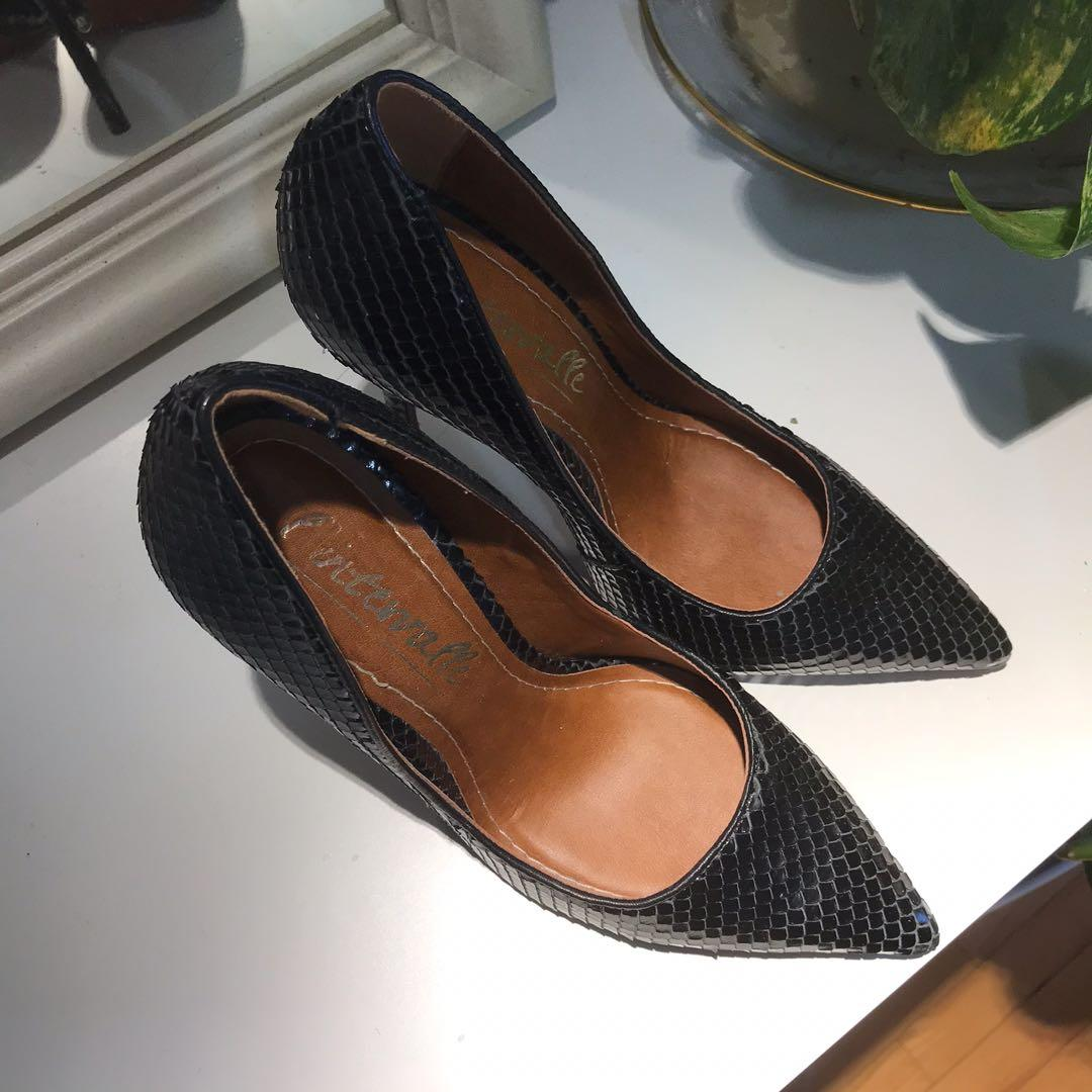 L'intervalle heels size 7, worn once to an event