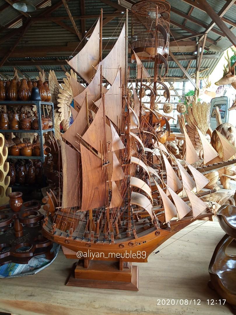 Pajangan miniatur replika perahu phinisi