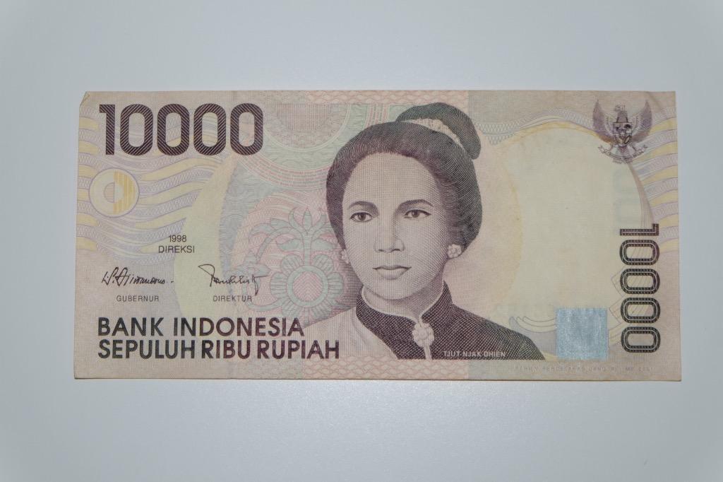 Uang kuno Rupiah 10000