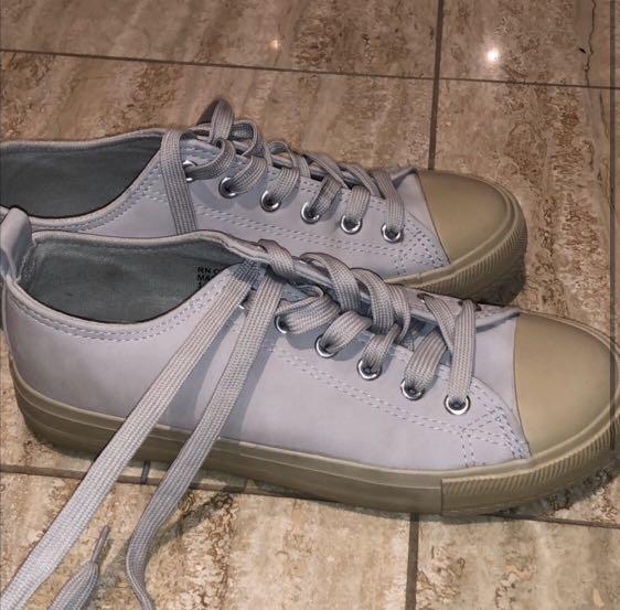 Low Top Light Grey Sneakers