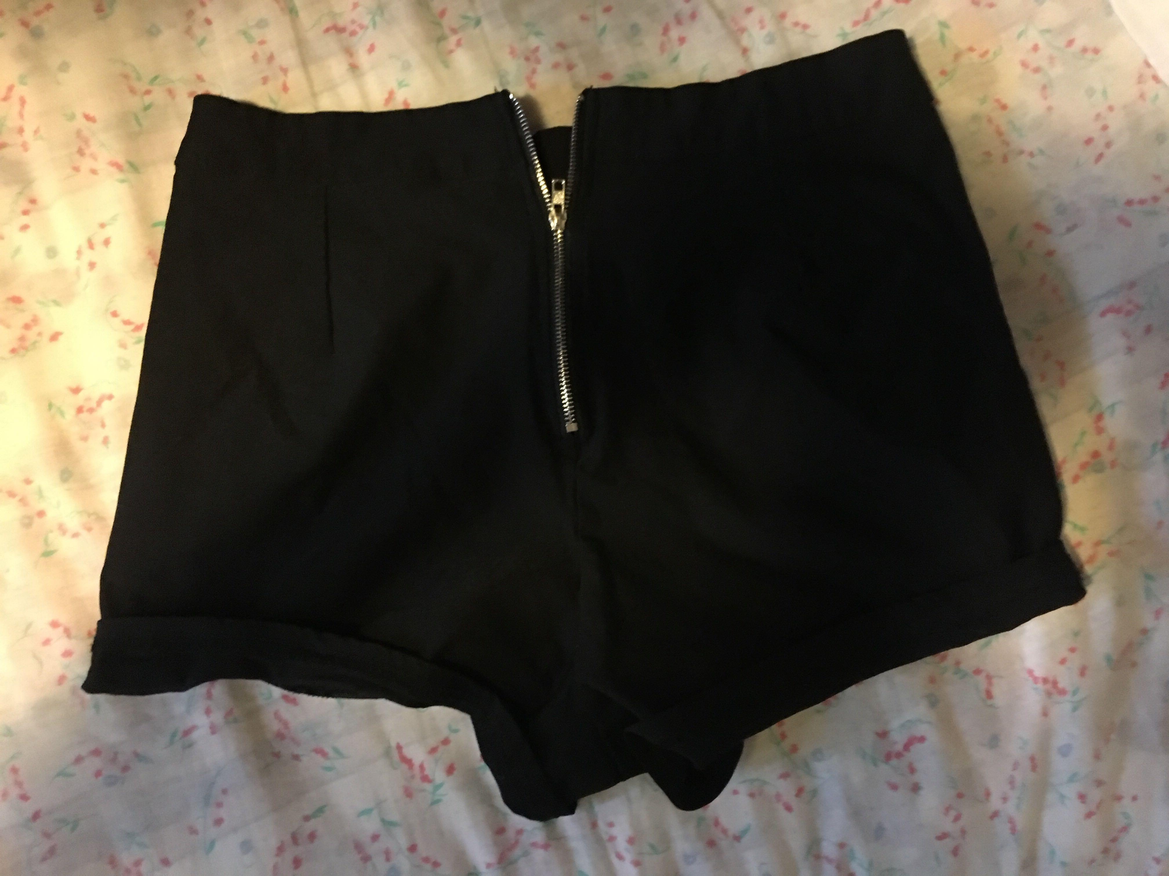 Black Urban Planet shorts