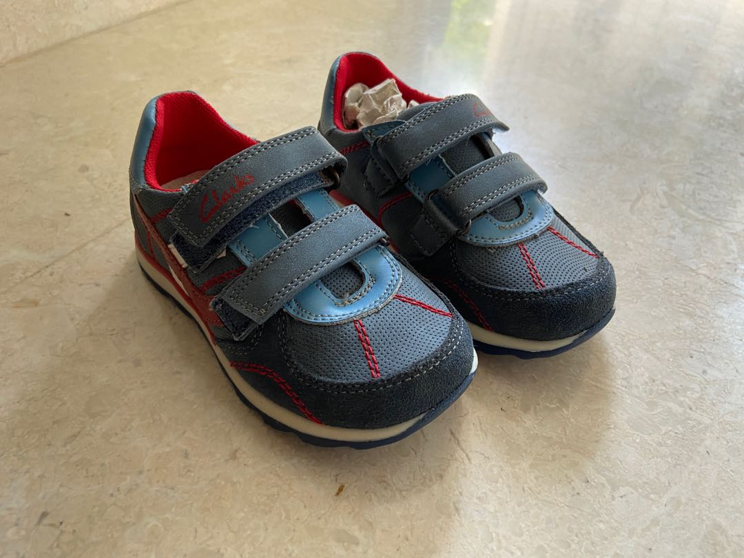 fragmento Deseo logo  Clarks boys shoes - sporty blue velcro, Babies & Kids, Boys' Apparel, 1 to  3 Years on Carousell