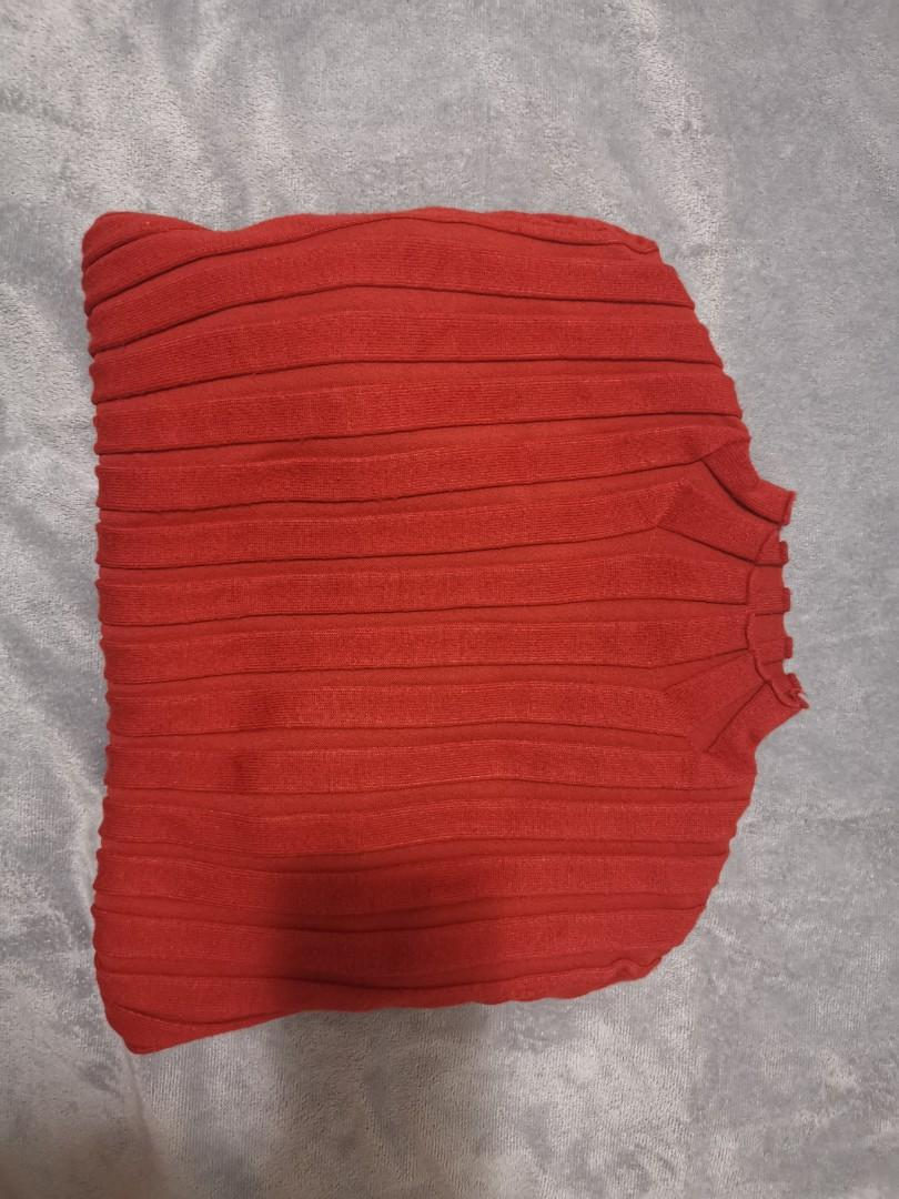 Red top size 8