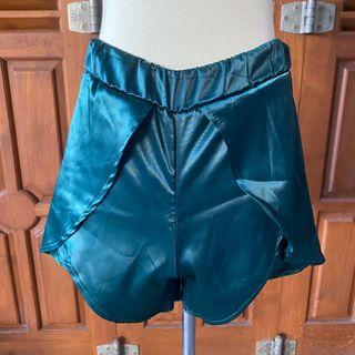 Silky green skort/ shorts celana pendek