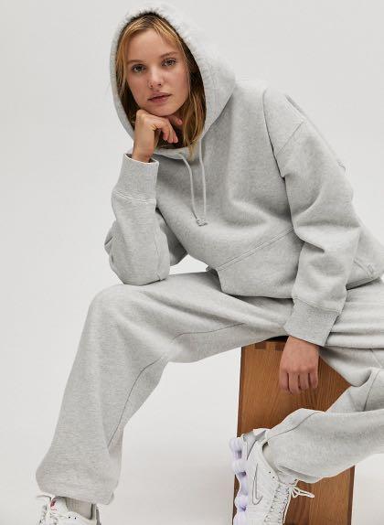 Aritzia boyfriend hoodie size 2