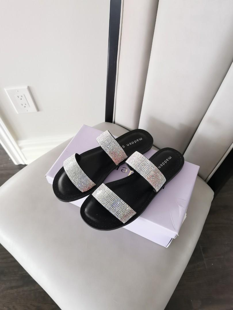 BRAND NEW Sandals Size 7 (fits small)