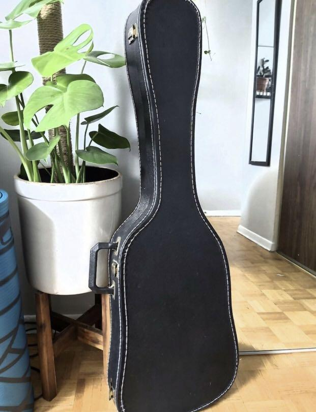 Great condition hard shell guitar case
