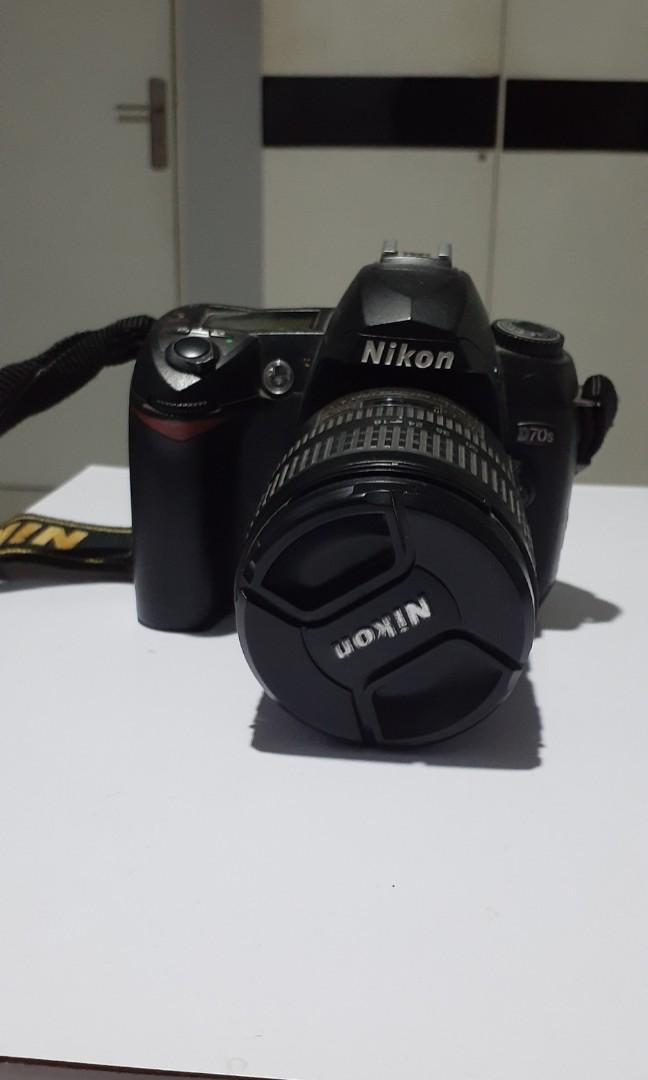 Kamera DSLR Nikon D70s kit