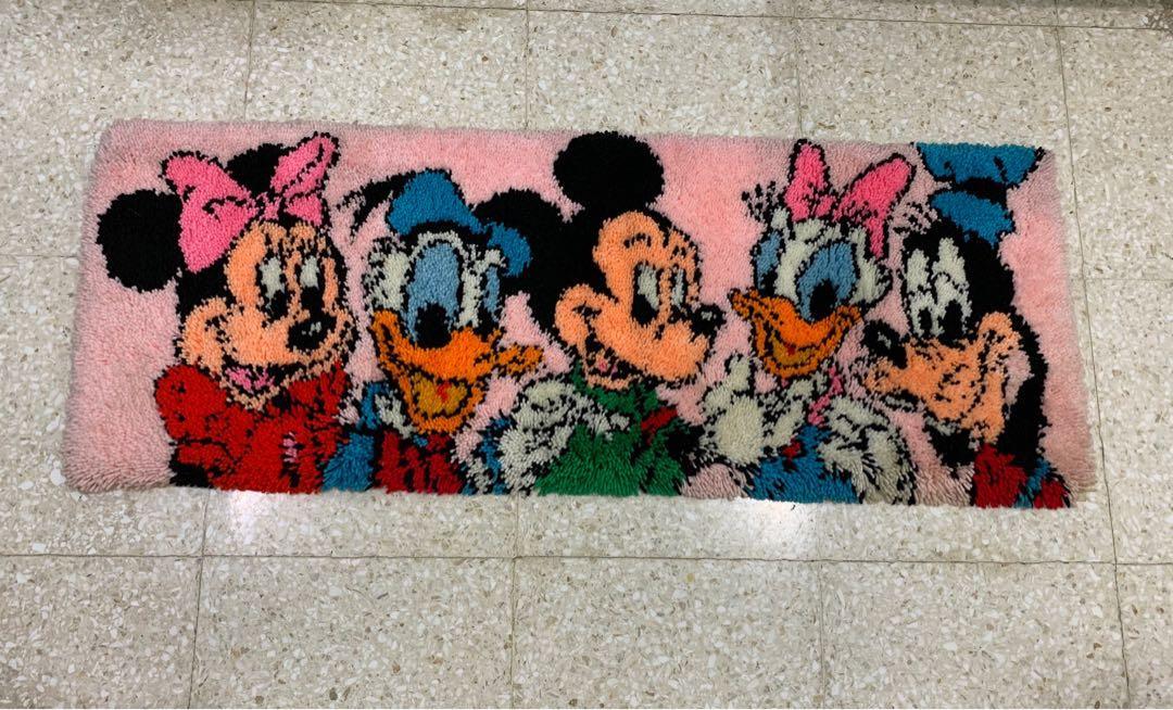 Karpet Rajut Motif Mickey Disney