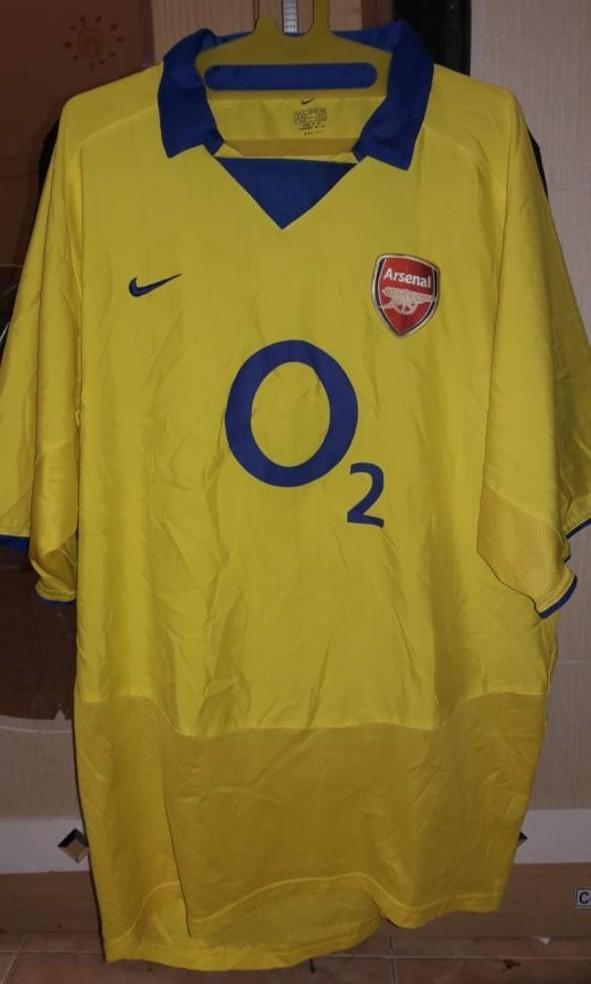 Kostum arsenal musim 2004/2005