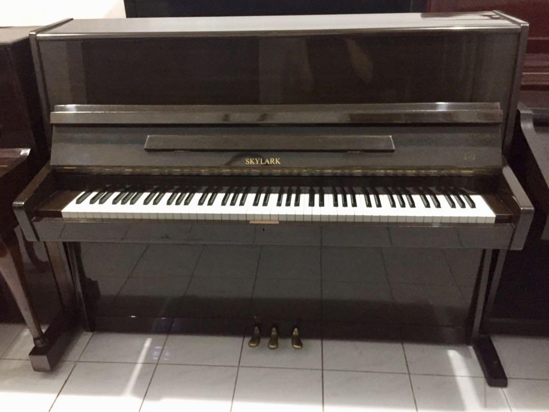 Piano upright Skylark
