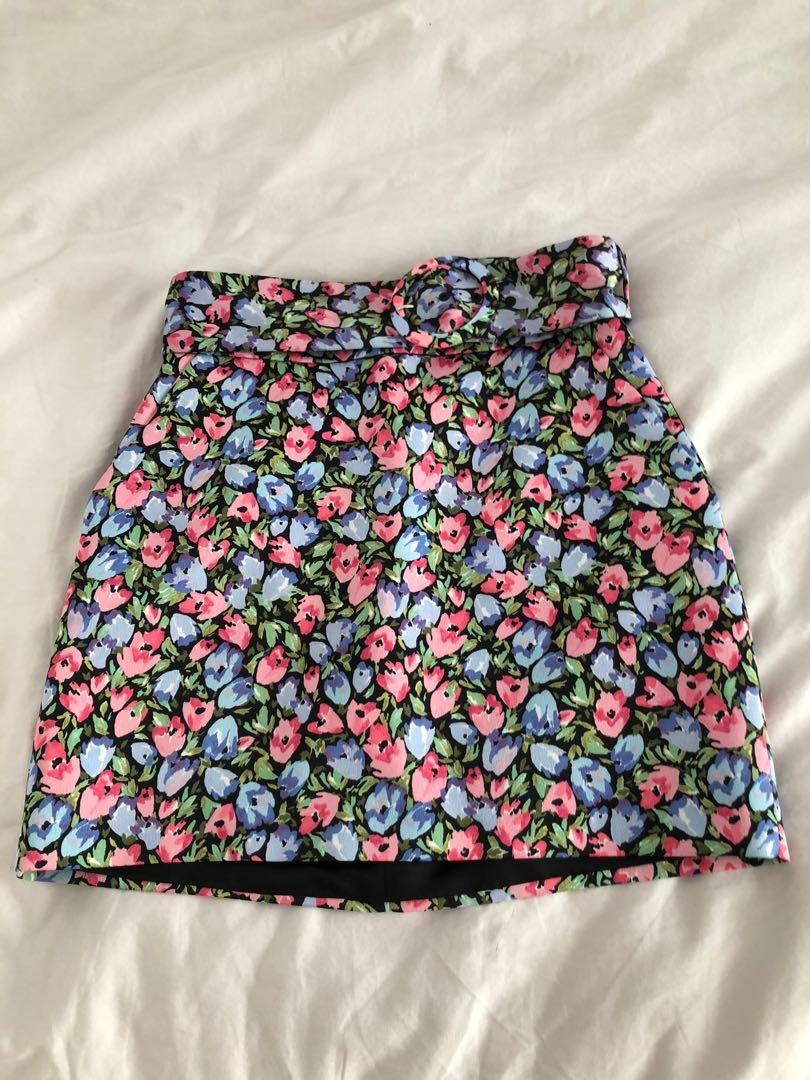 Zara flowered mini skirt, size S