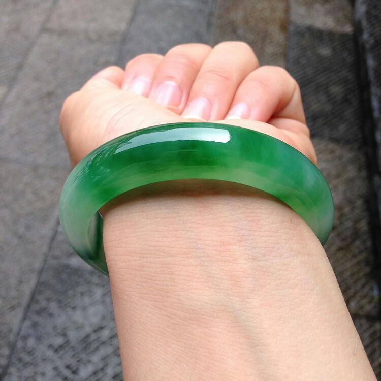 天然翡翠玉手鐲 翠綠色 17.5圍 附中國張證書
