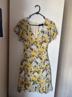 NEW Size 6 yellow dress