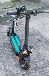 48V Mober T10 Electric Scooter with Dual Shocks, 3 Headlights, Keys and Remote for Anti Theft Folding E Scooter