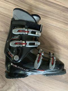 Skie boots (size 10)