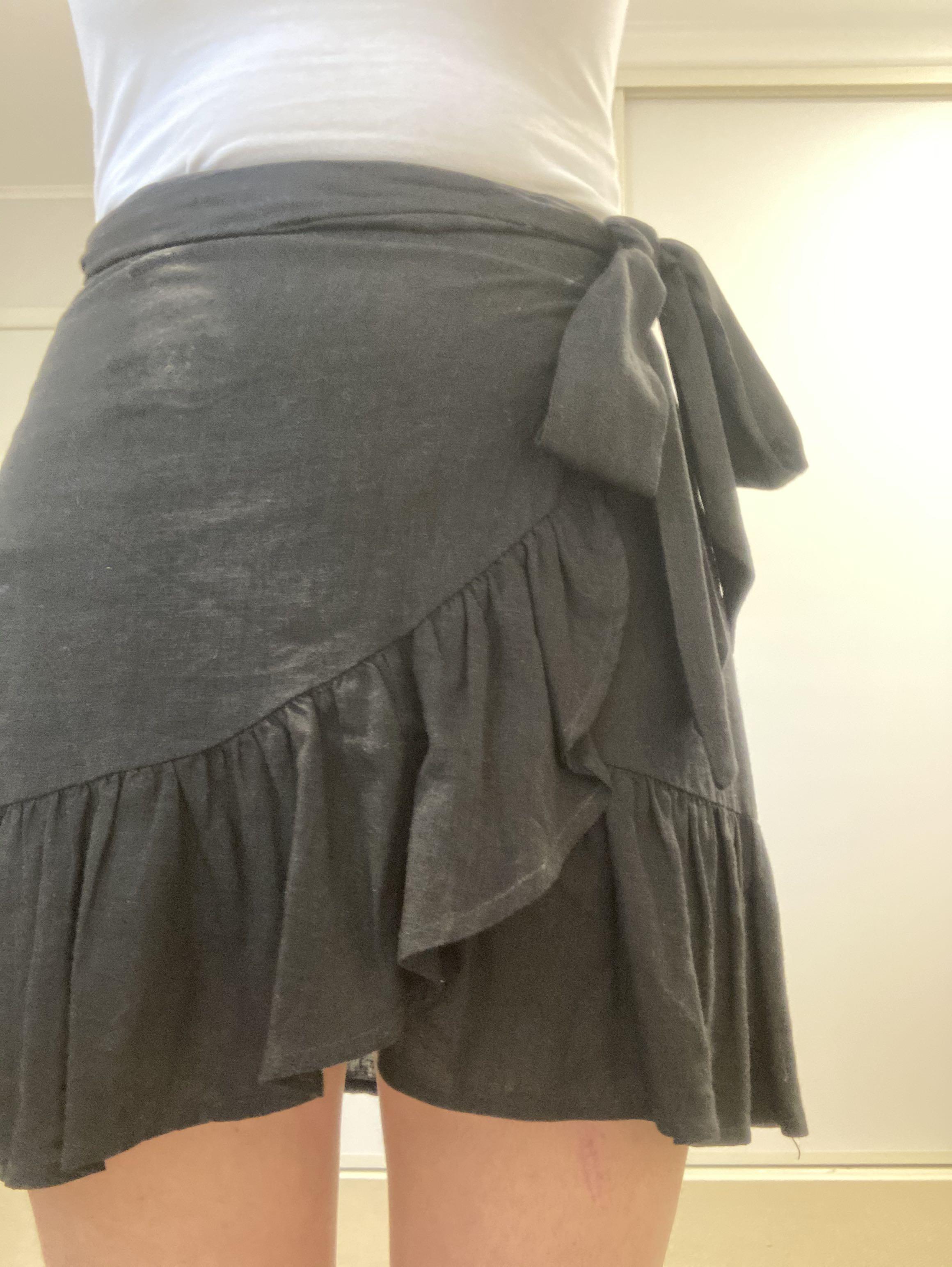 Black glassons wrap skirt