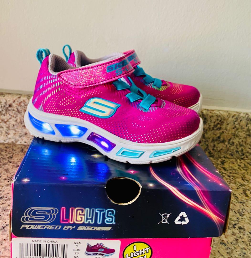 tifón Propuesta Limpiar el piso  Skechers Shoes Light, Babies & Kids, Babies Apparel on Carousell
