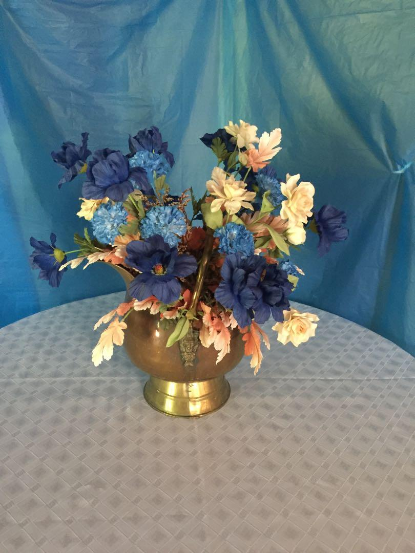 ANTIQUE COPPER COAL SCUTTLE W/DELFT HANDLES  WITH DRIED FLOWERS