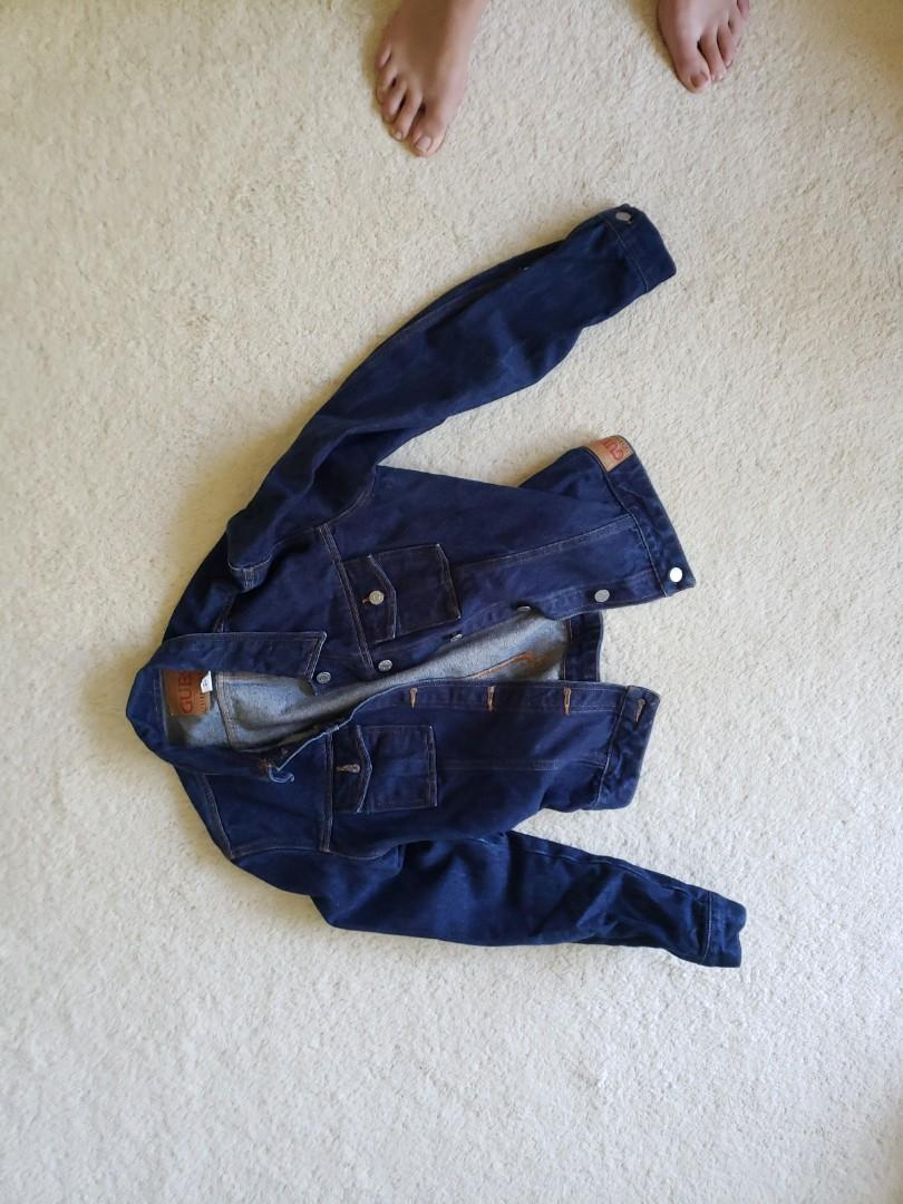 Great condition GUESS LG Jean jacket