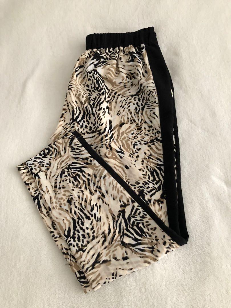 Guess animal print pants, size M