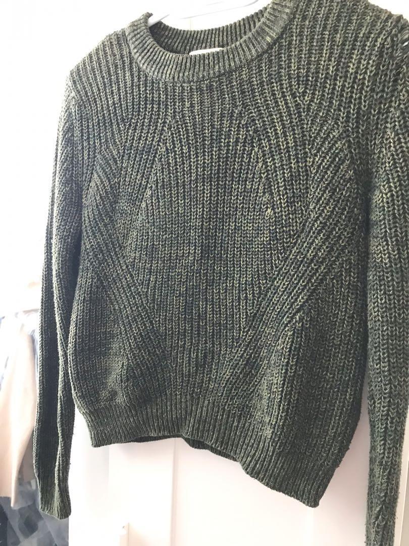 H&M crew neck sweater size S