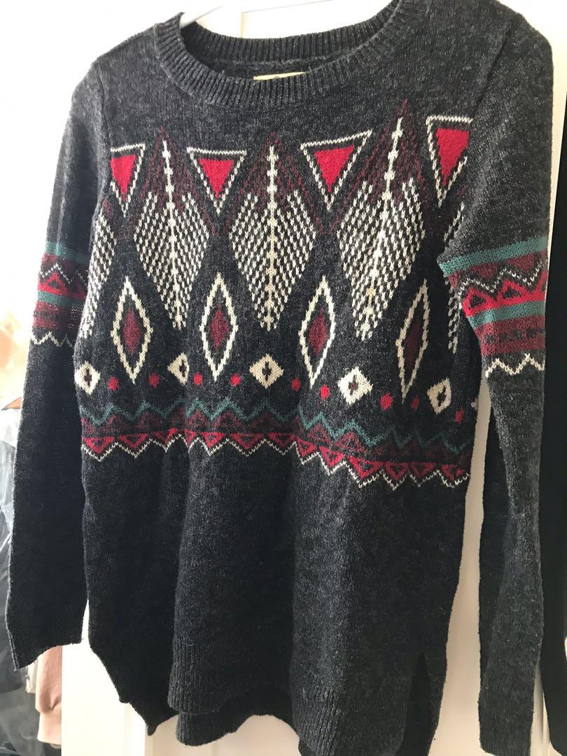 Hollister sweater size S