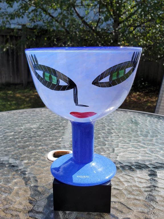 Kosta Boda Open Minds vase as seen on Friends